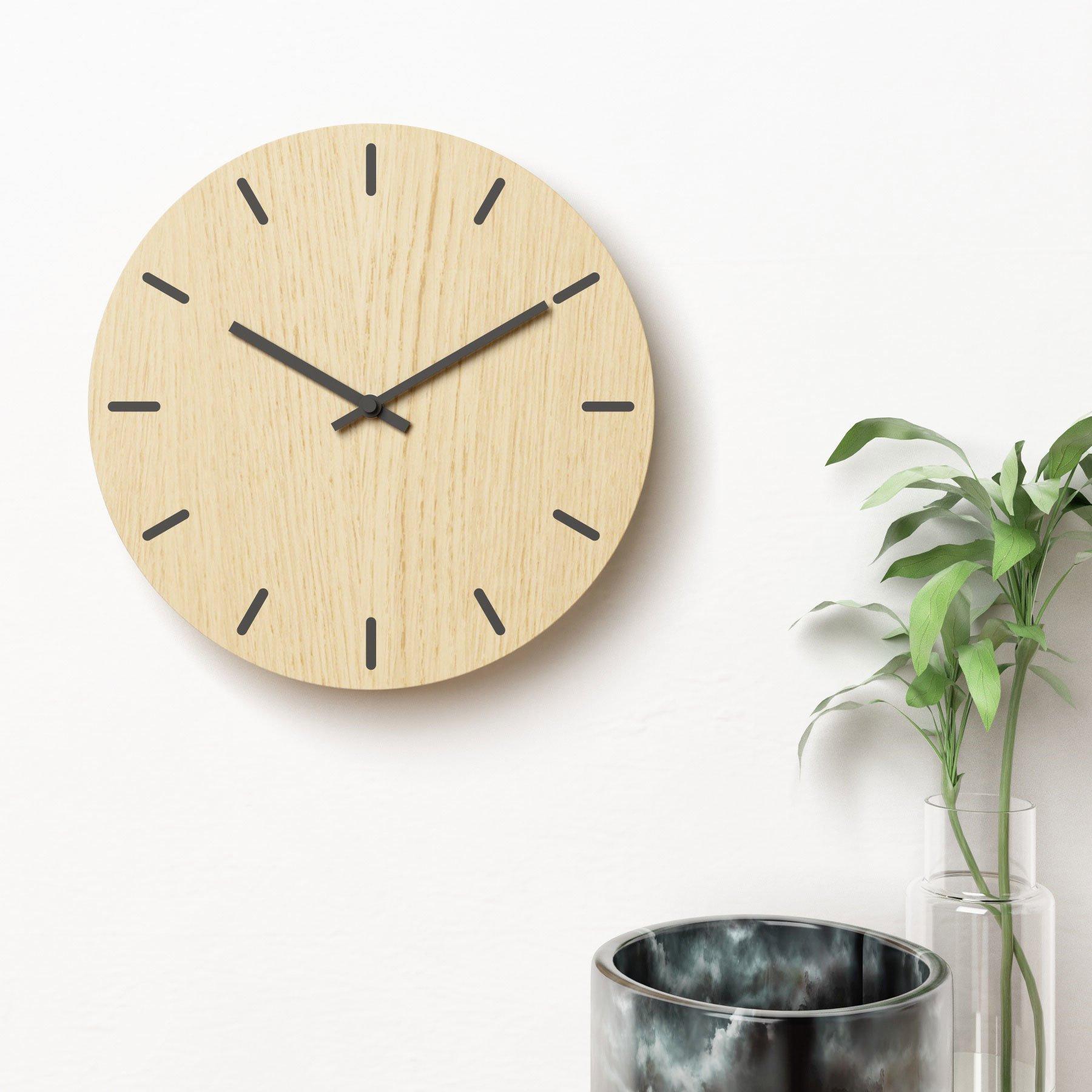 Image of   Vægur i eg med sorte visere - Plexi clock