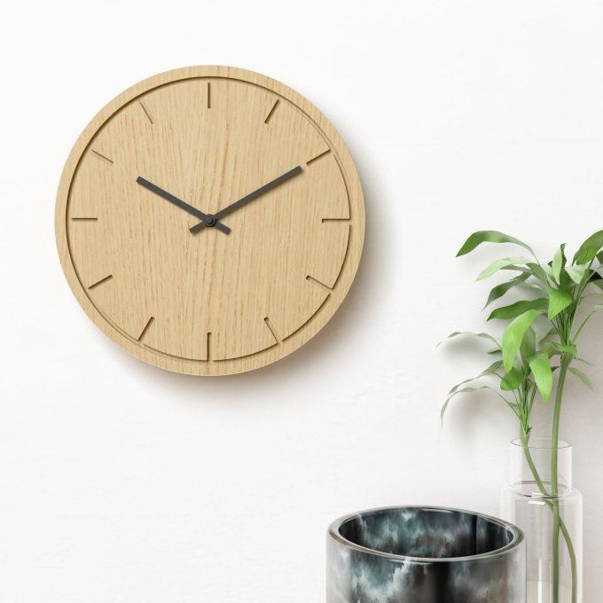 Vægur i eg med sorte visere - Circle clock