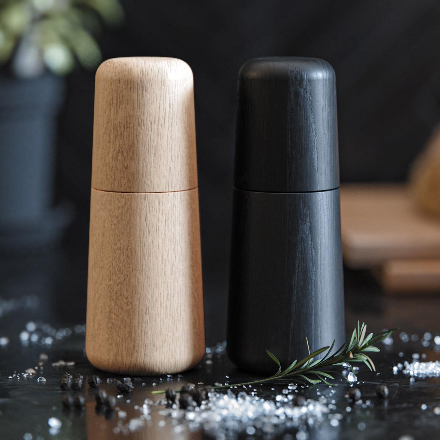 Salt og peberkværn i eg og sortlakeret eg